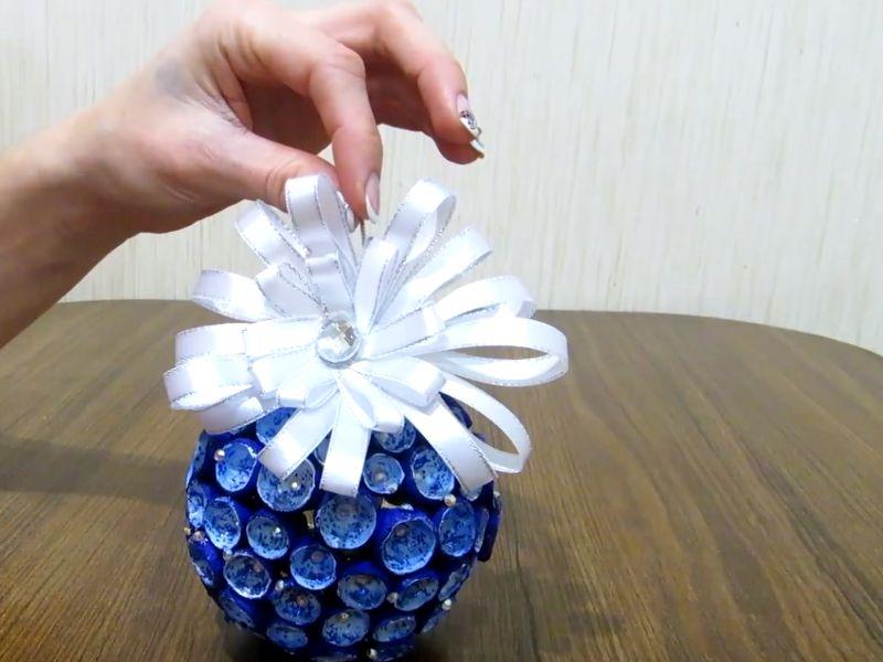 img_5bda6e9e98810 Поделки на новый год своими руками 50 фото вариантов подарков