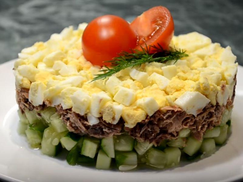 Салат с яйцом и огурцом