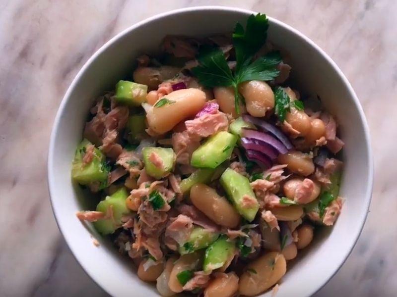 Рецепт салата с тунцом и фасолью